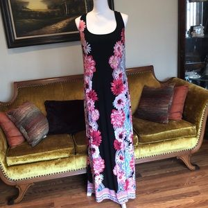 Dresses & Skirts - Stunning Floral Maxi Dress